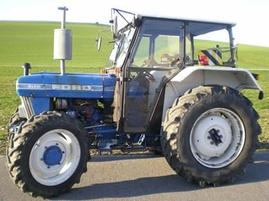 Traktor FORD 4110-A-Traktor, 4-Radantrieb-Ford